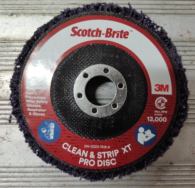 Scotch-Brite™ Clean and Strip XT Pro Disc 4